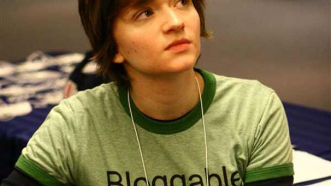 Una joven con una camiseta con la palabra 'Bloggable' ('blogueable').