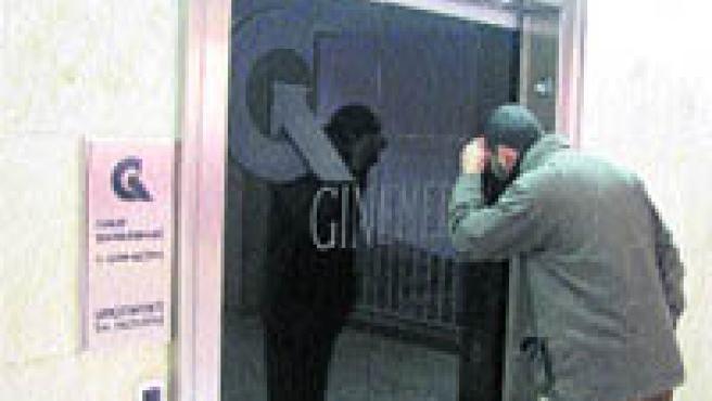 La seu central del grup de clíniques investigades, ahir al matí, amb les oficines tancades (Miquel Codolar / ACN).