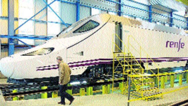 Nuevo tren de Alta Velocidad Española fabricado en Málaga que fue presentado ayer. (Martín Mesa)