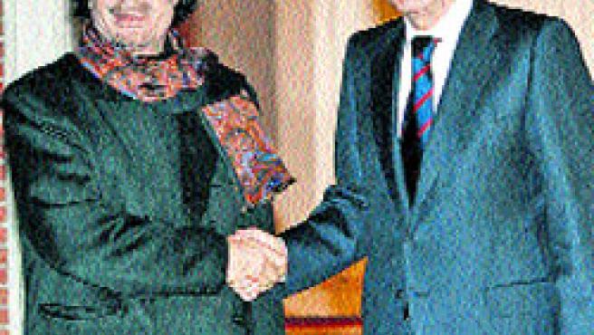 Gadafi y José Luis Rodríguez Zapatero, en la Moncloa. (EFE)