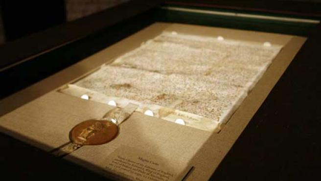 El manuscrito data del 12 de octubre de 1267 y es propiedad de la fundación del millonario tejano Ross Perot. (REUTERS).