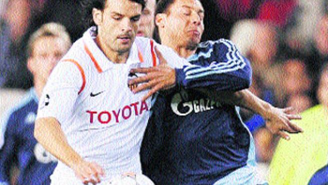 Fernando Morientes causará baja en el Valencia durante un mes.