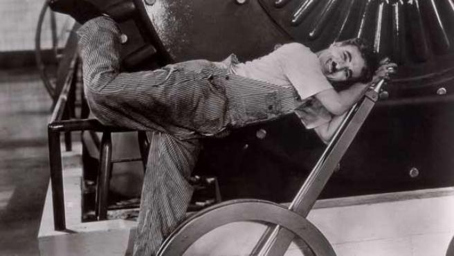 Una imagen de 'Tiempos modernos', de Charles Chaplin (Charlot).