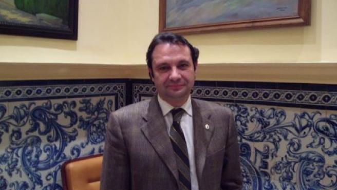 El Alcalde de Segovia, Pedro Arahuetes, nos recibió en la Sala de las Chimeneas del Ayuntamiento de la ciudad.