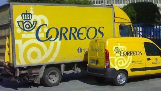 Vehículos de reparto de Correos.