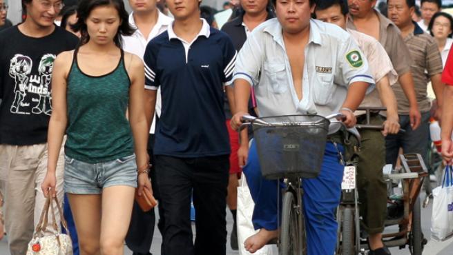 Ciudadanos chinos en una calle de Beijing.