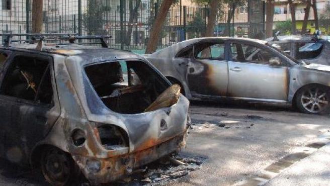 Coches quemados en el barrio de Ayora, el pasado mes de noviembre.