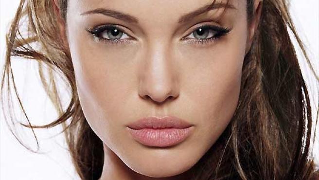"La ""mirada felina"" de Angelina Jolie."