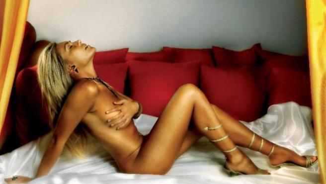 """Tania Bey Caleça, una joven natural de Isla Cristina (Huelva), ha ganado el título de """"Miss Lepe Urbana 2007"""". (EFE)"""