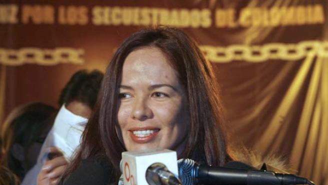 María Fernanda Perdomo, hija de la ex congresista colombiana Consuelo González de Perdomo, secuestrada por las FARC, en un momento de la vigilia. (EFE)