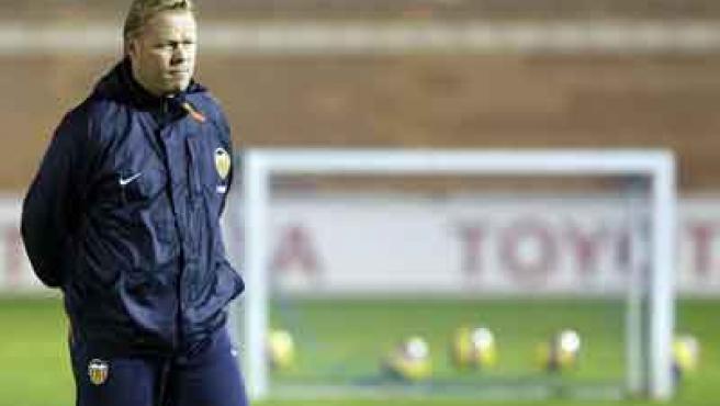 El entrenador del Valencia, Ronald Koeman, en un entrenamiento del equipo.