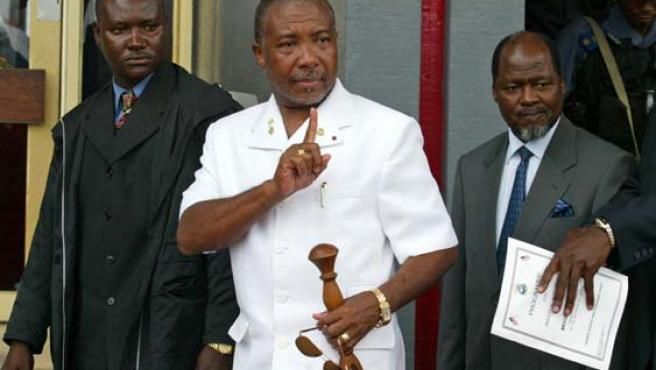 El ex presidente liberiano, en el centro de la fotografía, en una imagen de archivo. (REUTERS)