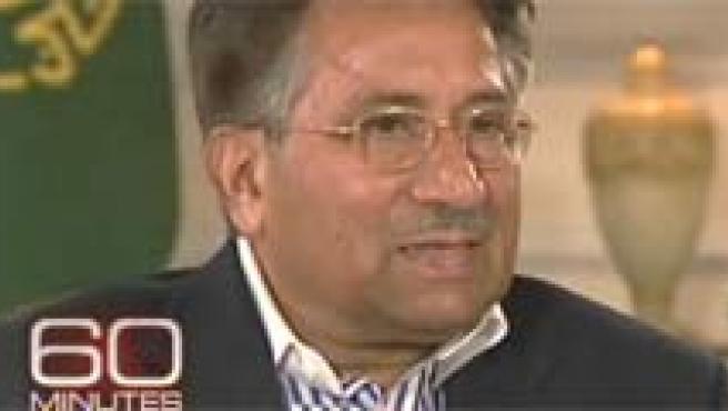 Imágenes de la entrevista que el presidente de Pakistán concedió al canal CBS.