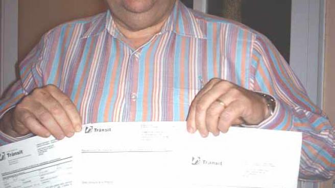 Josep Puigtió enseña las reclamaciones que ha presentado a Trànsit para que le quiten las multas.