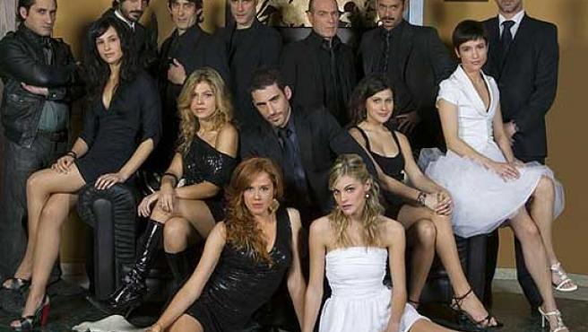 Los protagonistas de la serie 'Sin tetas no hay paraíso'.