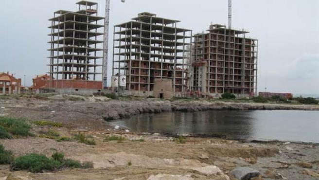Varias viviendas, en construcción. (ARCHIVO)