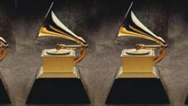 Varios Premios Grammy, en fila.