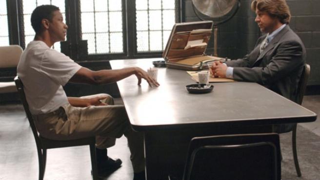 Denzel Washington y Russell Crowe, protagonistas de 'American gangster', de Ridley Scott