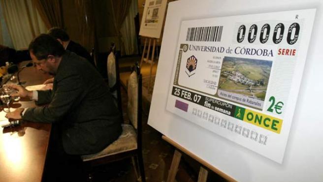 Un cupón, durante una presentación de la ONCE, que podrá vender sus boletos por internet