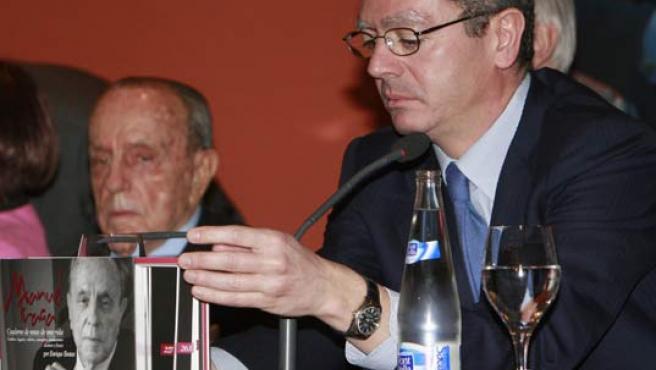 Fraga y Gallardón, durante la presentación del libro. (EFE/Zipi)