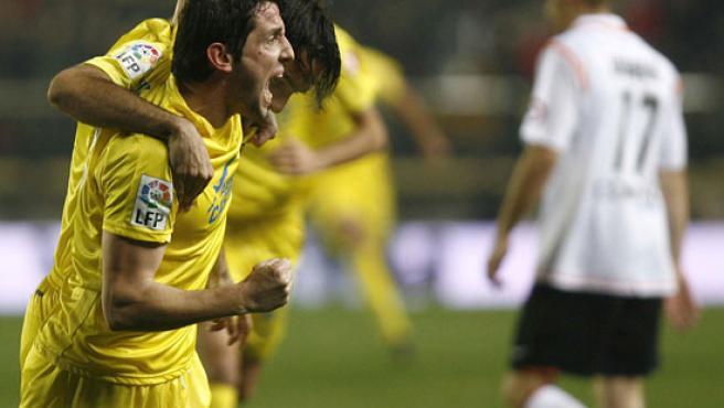 Nihat celebra uno de sus goles. (EFE)