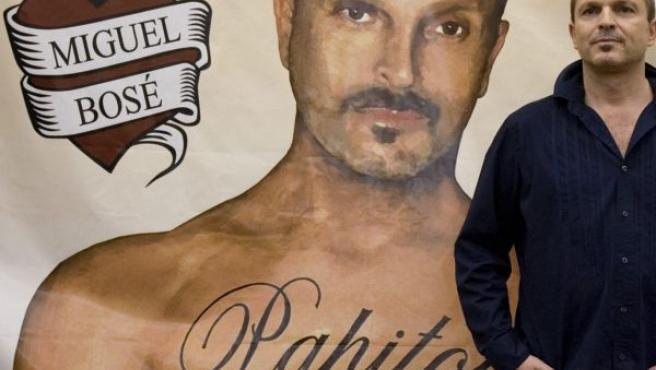 Miguel Bosé en Chile durante la presentación de su gira Papitour.