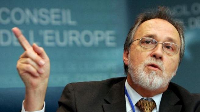 El suizo Dick Marty, relator del Comité de Asuntos Legales y Derechos Humanos,durante su discurso (EFE).