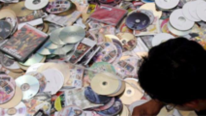 Imagen de archivo de una redada contra la piratería musical