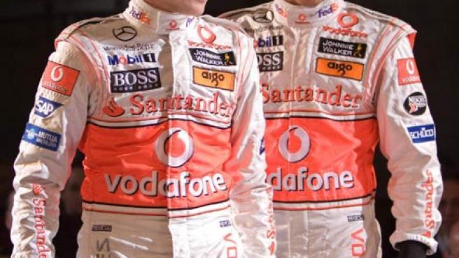 Heikki Kovalainen y Lewis Hamilton en la presentación del equipo McLaren.