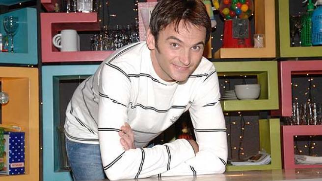 Fernando Tejero posa en el plató de su última serie, 'Gominolas'.