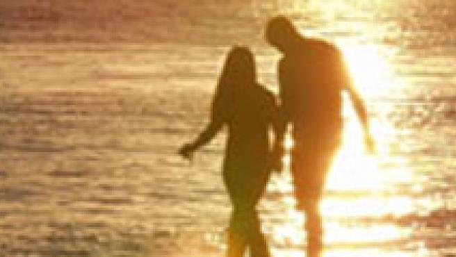 Cuando nos enamoramos se produce en nuestro cerebro un conjunto de alteraciones químicas (ARCHIVO).