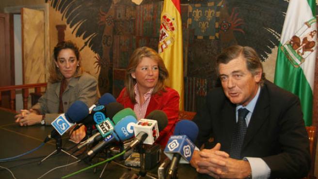 Primeras instantáneas de Fernández Rañada como nuevo cargo de confianza de la alcaldesa de Marbella (PP), Ángeles Muñoz.