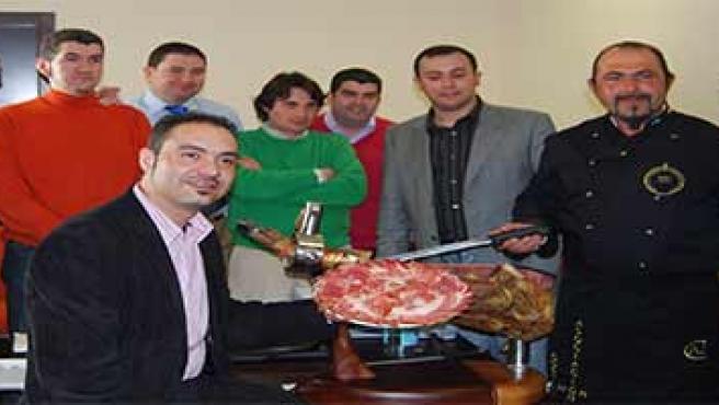 La mayoría de los mejores profesionales del corte de jamón en la Asamblea General de la Asociación Nacional de Cortadores de Jamón