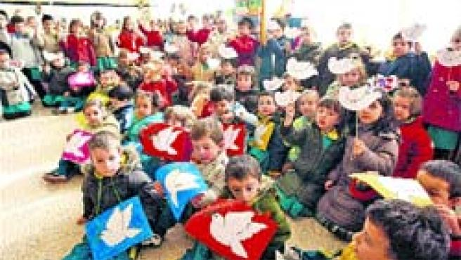 Los colegios de la ciudad celebraron ayer el Día de la Paz.(P.E.)