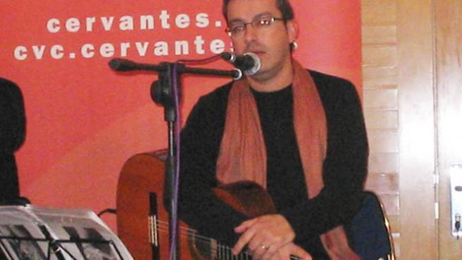 El cantante ceutí Ramón Tarrío, en concierto.
