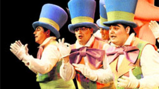 El Gran Teatro se ha llenado estos días de sarcasmo, ironía, humor y guasa con los grupos del certamen carnavalesco. (J. González)
