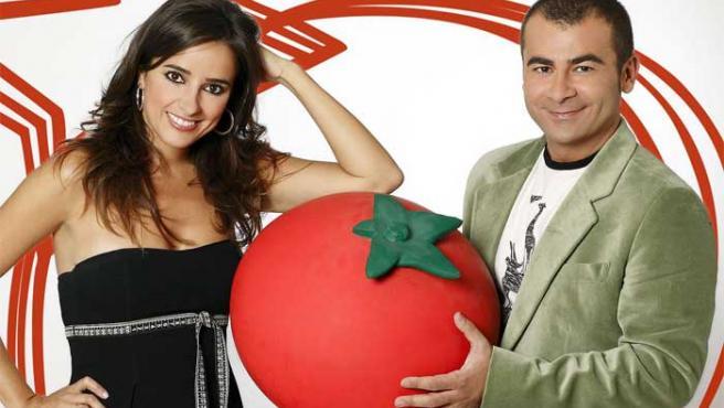 Carmen Alcayde y Jorge Javier Vázquez, presentadores de 'Aquí hay tomate'.