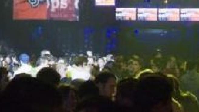 Una discoteca llena de público.