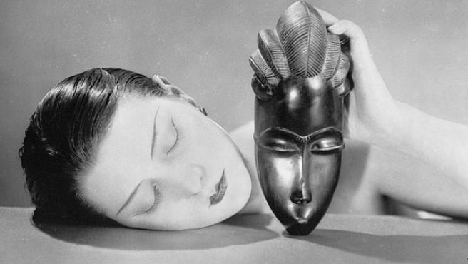 Fotografía de Man Ray titulada Noir et blanche.