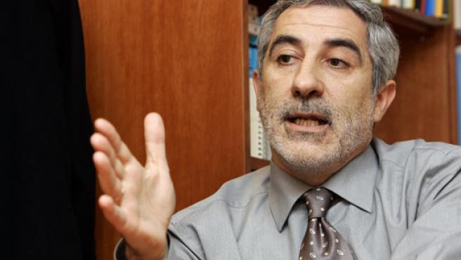 Gaspar Llamazares, en un momento de la entrevista. (JORGE PARÍS).
