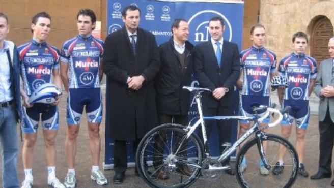 Presentación de la equipación y la bicicleta del equipo ciclista Nicolás Mateos-Murcia en diciembre de 2007.