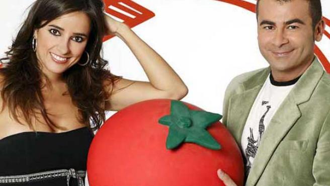 Jorqe Javier Vázquez y Carmen Alcayde, presentadores de 'Aquí hay Tomate'. (ARCHIVO)
