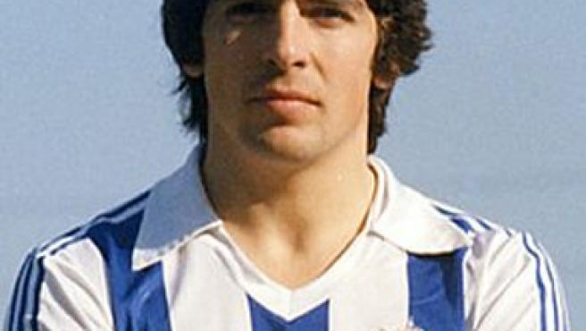 Imagen de Genaro Celayeta ataviado con la camiseta de la Real Sociedad. (www.realsociedad.com)