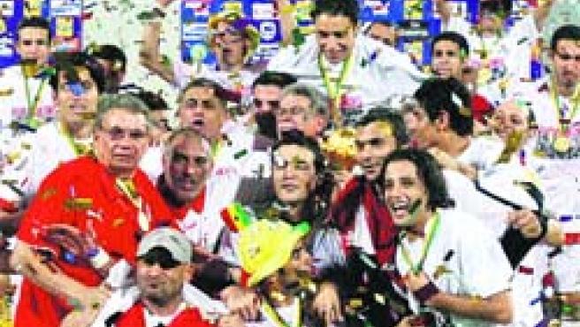 La selección egipcia celebra su sexta Copa de África en Ghana.(Efe)
