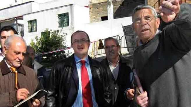 Los representantes vecinales con el delegado municipal