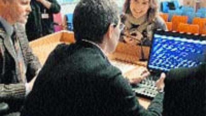 Ayer se hizo en el Ayuntamiento de Bilbao el sorteo para la conformación de las mesas electorales de las elecciones generales.(M.C.)