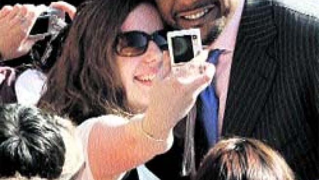 Miles de cámaras digitales recibieron ayer en Salamanca a las estrellas de Hollywood.(Ical)