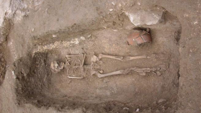 Una de las tumbas encontradas en el Mercado Central.
