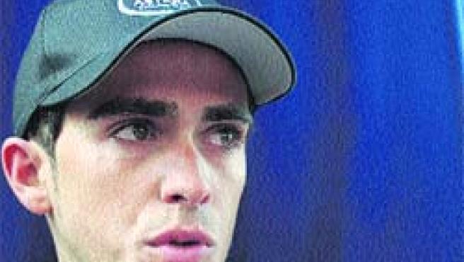 Alberto Contador, con los ojos vidriosos tras subir al podio como el combativo del día.(Rafa Carbonero)