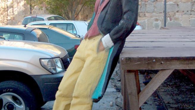 Figura del Corto Maltés, abandonada en la zona del Episcopio.